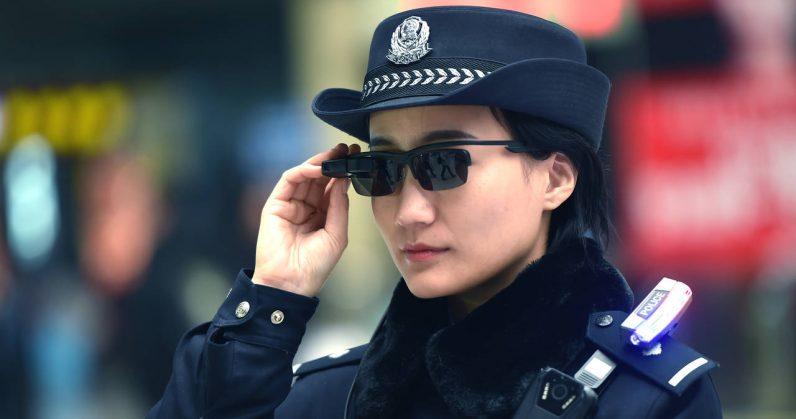 Des lunettes de reconnaissance faciale pour identifier des suspects