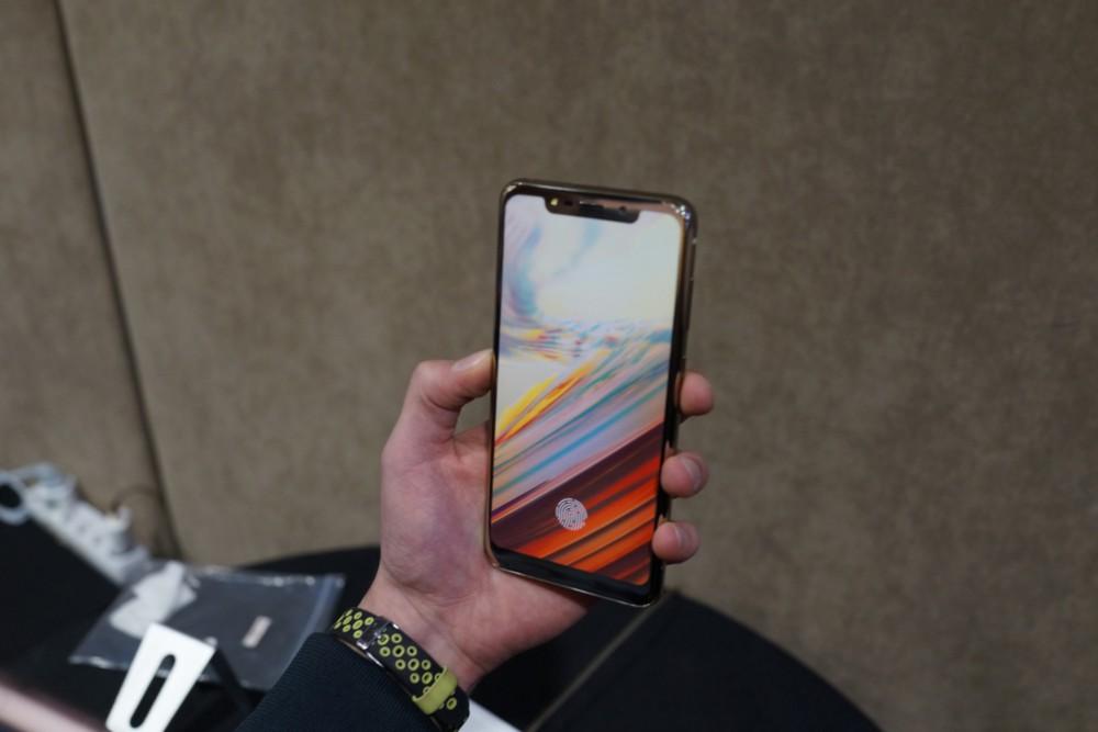 IPhone X በ Android ላይ ምርጥ እና መጥፎዎችን ያነሳሳል-የእኛ ምርጫ - MWC 2018 5