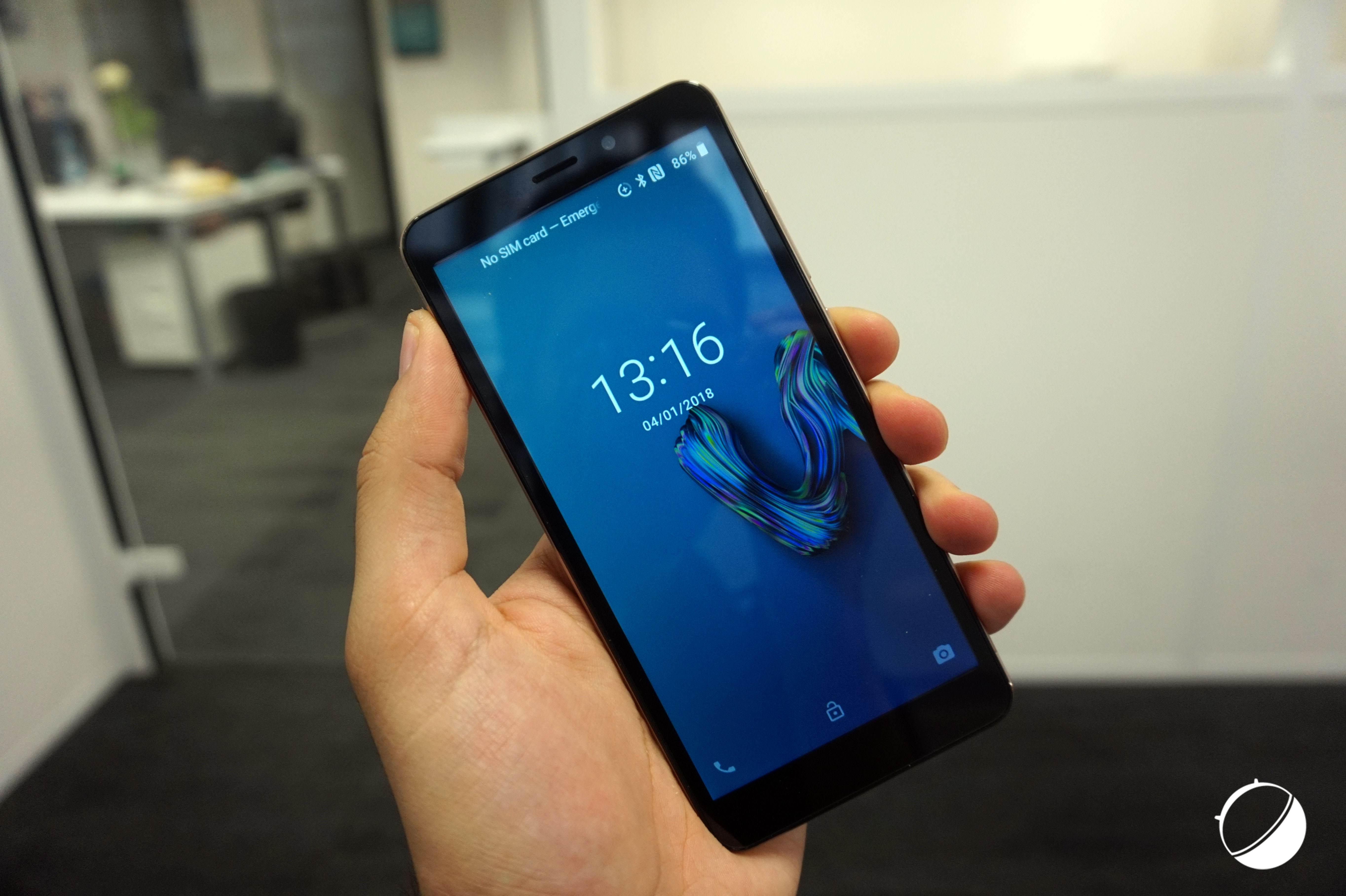 Wiko View 2 et Tommy 3   design à l iPhone X d un côté, Android Oreo ... c4ce47d3b950