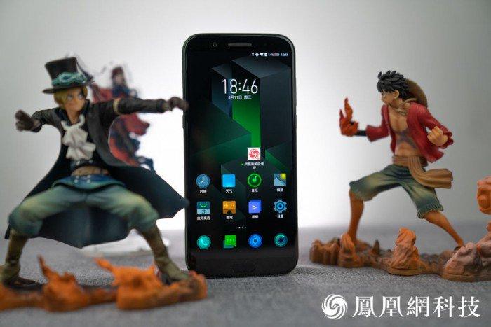 Xiaomi black shark des photos du smartphone gamer sous for 10e chambre instants d audience