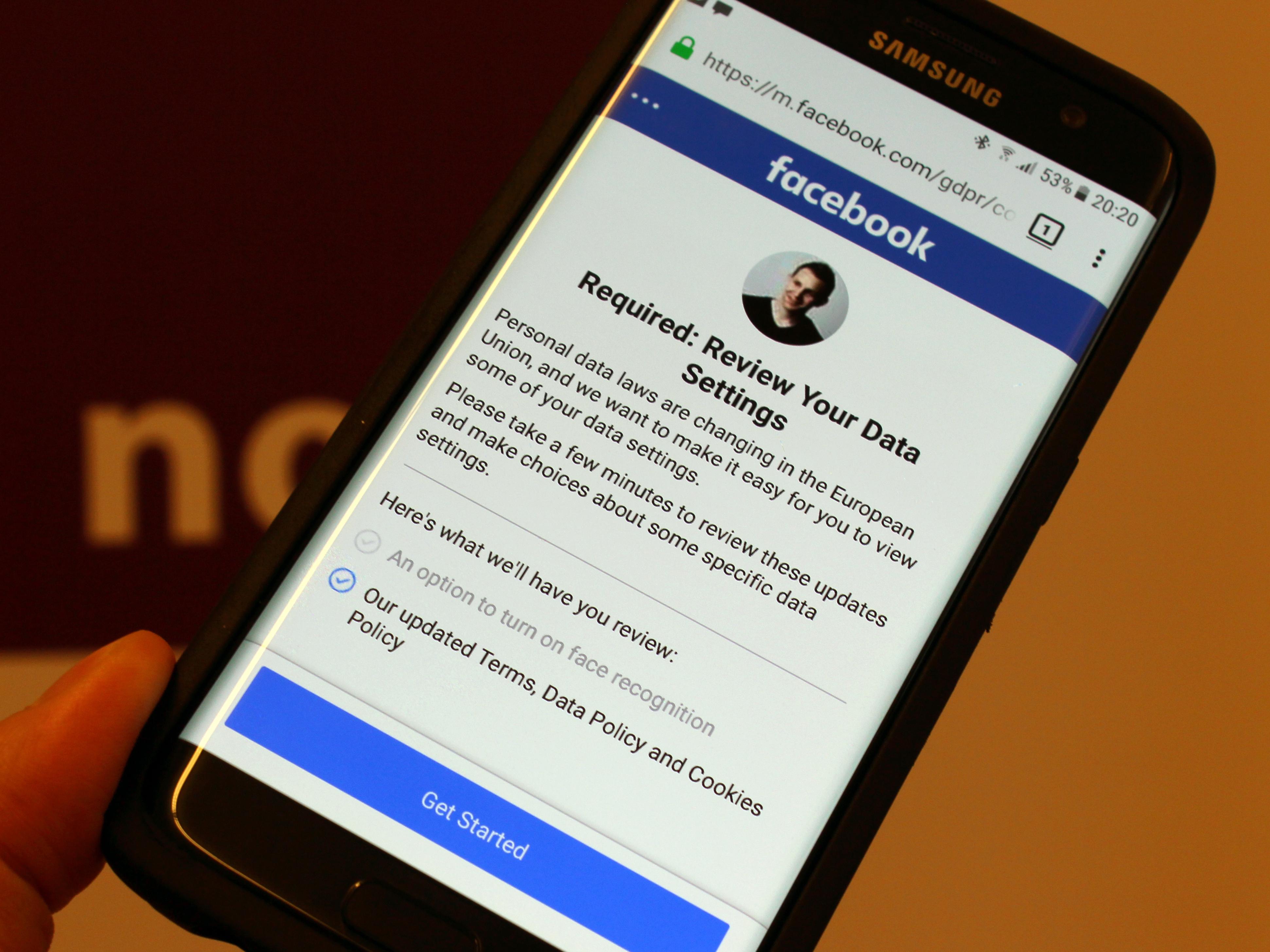 Facebook L Interface De L Application Va Enfin S Adapter A Vos