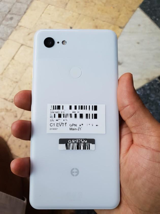 Le Google Pixel 3 XL se montre en photos avec son encoche et un dos tout blanc