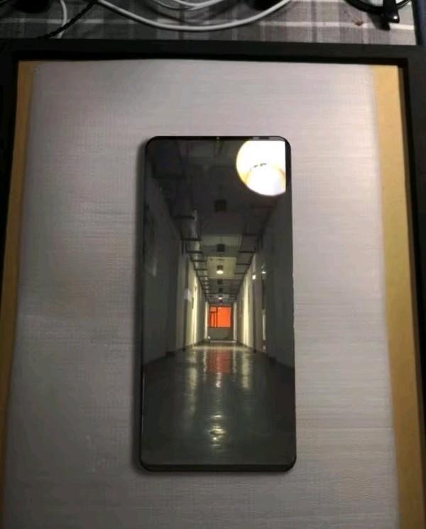 Huawei Mate 20 Pro : premier aperçu présumé d'un design sans encoche ni bordures