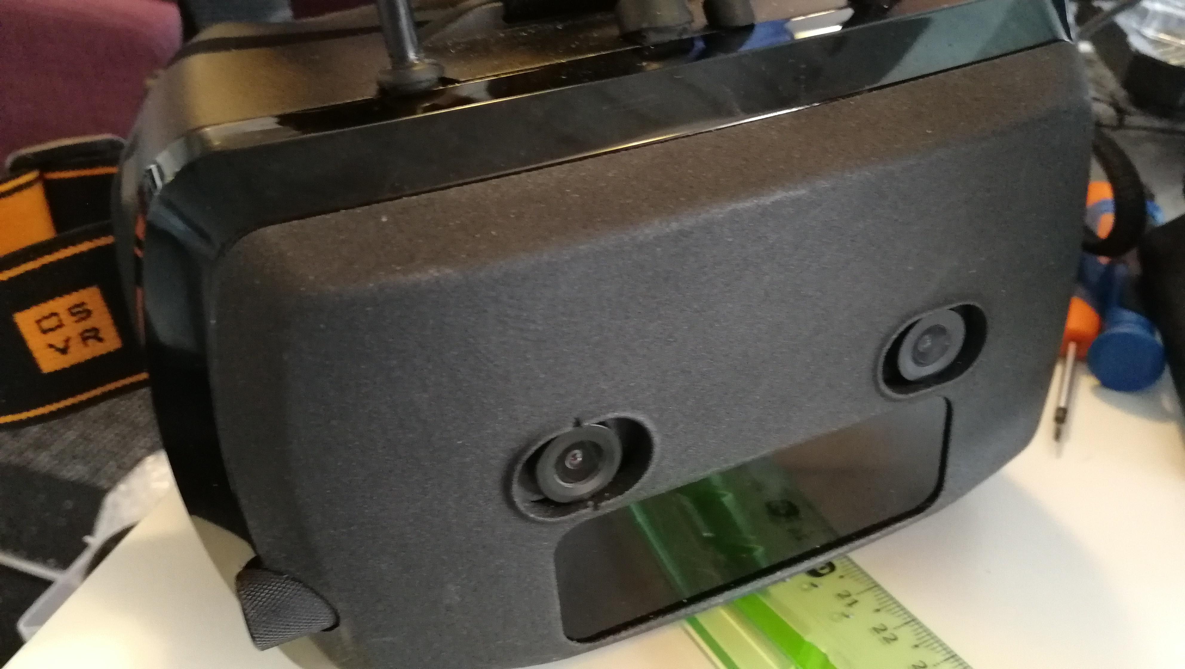 Le prototype testé, avec ses deux capteurs photo à l'avant qui correspondent aux deux yeux