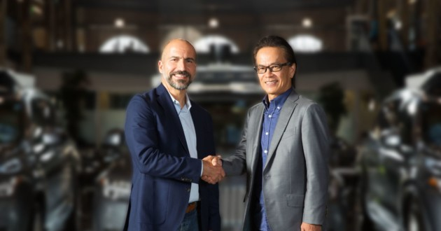 Dara Khosrowshahi, PDG d'Uber, et Shigeki Tomoyama, vice-président exécutif de Toyota Motor Corporation.