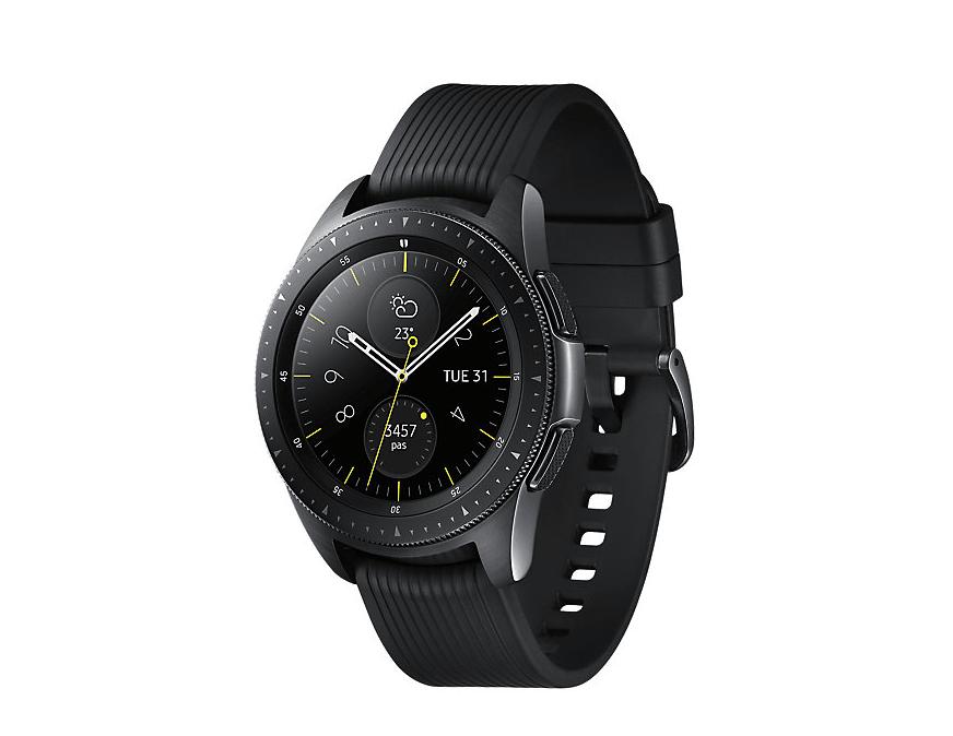 La Galaxy Watch a de quoi plaire aux baroudeurs avec son cadran assez brut  et son bracelet en silicone griffé par plusieurs lignes. 3694325a3f1