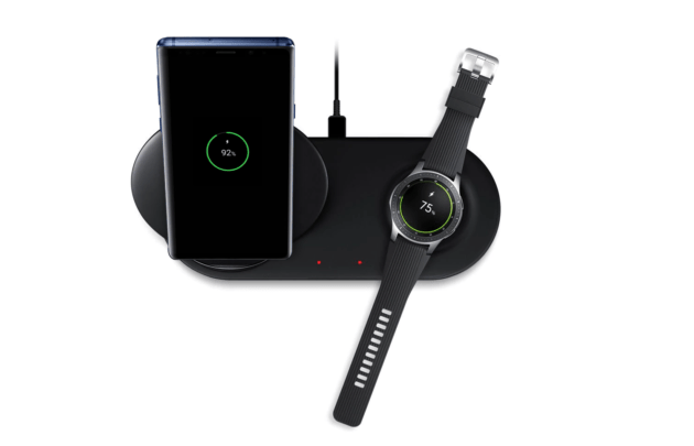 En plus du Galaxy Note9 et de la Galaxy Watch, Samsung a également officialisé le chargeur sans fil2-en-1 pouvant redonner de l'énergie aux deux appareils en même temps.