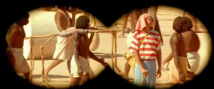 Charlie dans « Astérix et Obélix : Mission Cléopâtre » réalisé par Alain Chabat. (Capture d'écran par Culture Confiture)