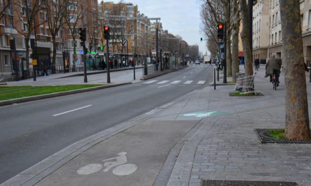 Privilégiez les pistes cyclables, sauf si vous roulez constamment à 40km/h ou plus