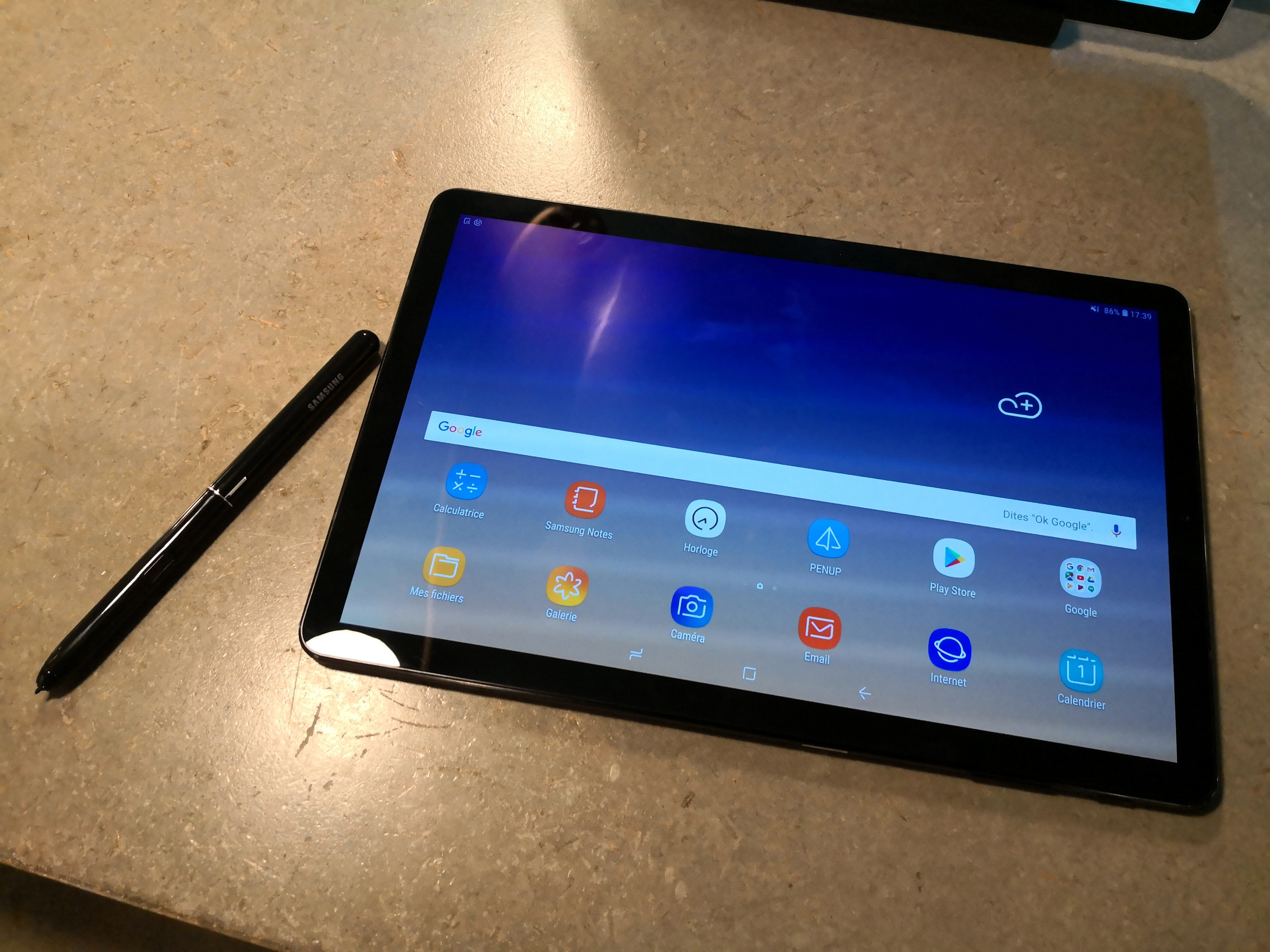 samsung galaxy tab s4 officialis e mode dex natif design pur voici nos photos de la. Black Bedroom Furniture Sets. Home Design Ideas