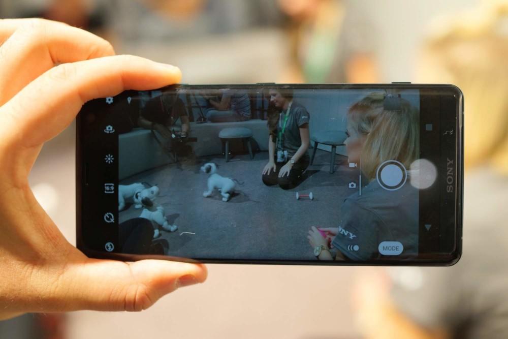 Prise en main du Sony Xperia XZ3, le bon candidat pour tenir tête à la concurrence