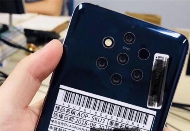Le dos du Nokia8.1 ou Nokia9 avec ses cinq appareils photo