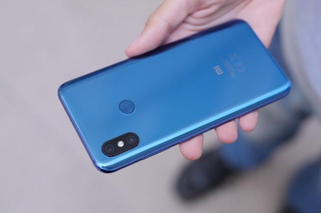 Xiaomi Mi 8 vs OnePlus 6 : lequel est le meilleur smartphone en 2018 ?