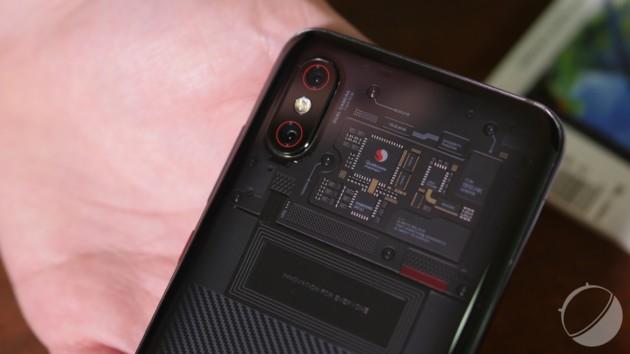 Le Xiaomi Mi 8 Pro et son dos transparent