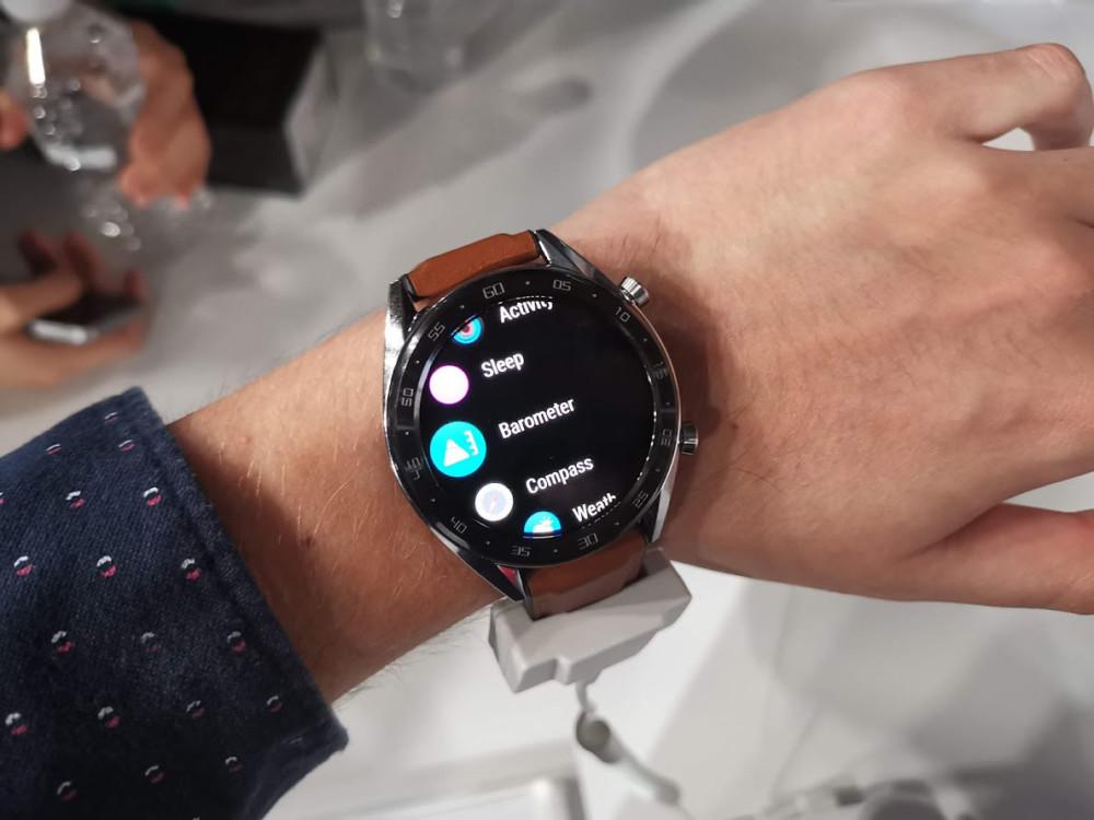Huawei Watch GT : jusqu'à 30 jours d'autonomie et un OS propriétaire pensé pour les sportifs