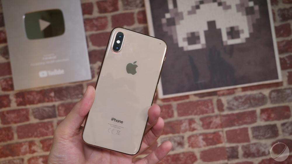 Poser un appareil supportant la recharge sans fil sur le dos de son iPhone permettrait de le recharger
