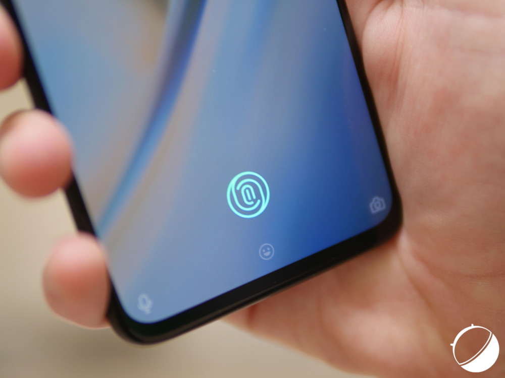 Le lecteur d'empreintes du OnePlus6T, derrière l'écran