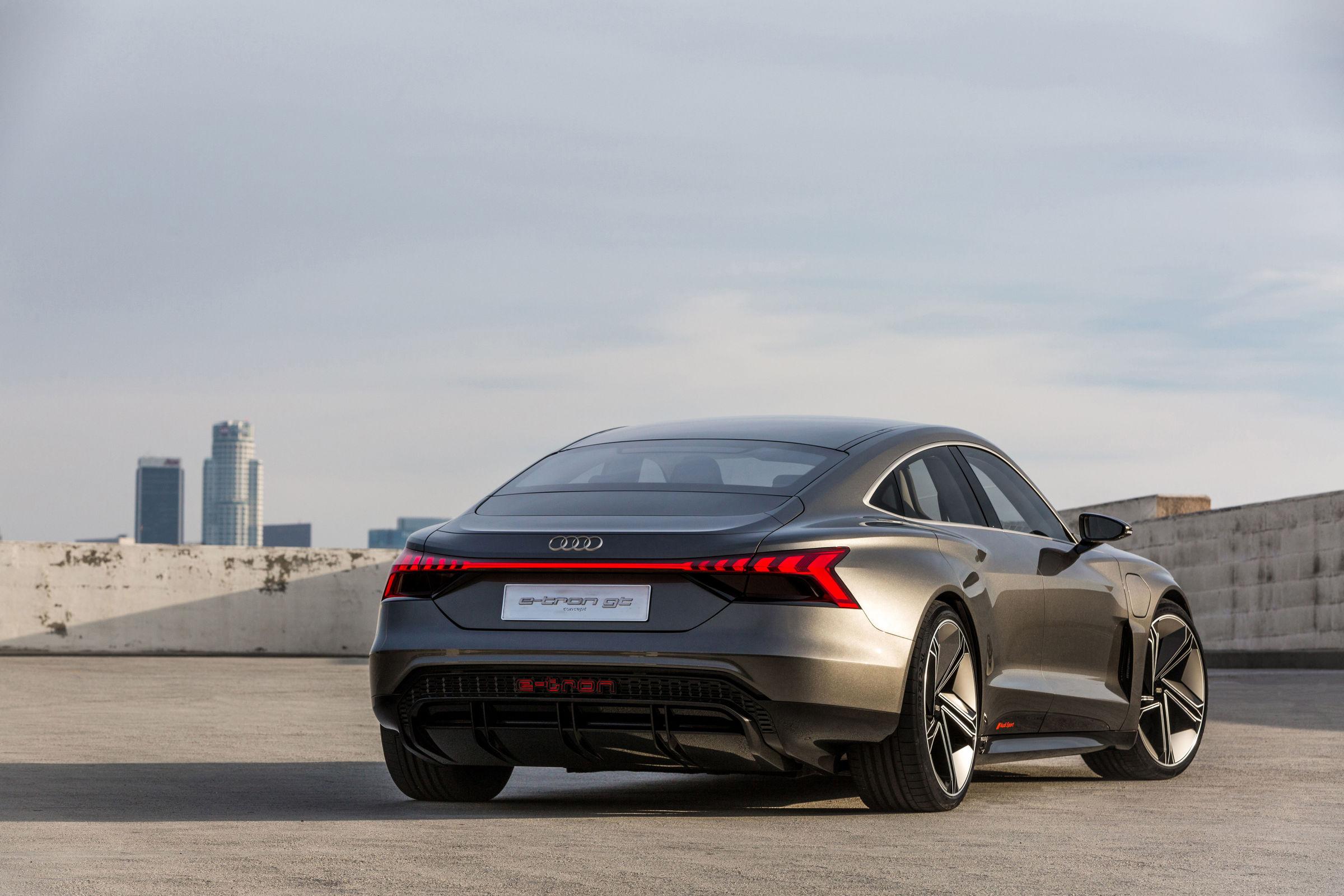L'Audi e-tron GT Concept, de dos, qui devrait ressembler à quelques détails près à la version de série.