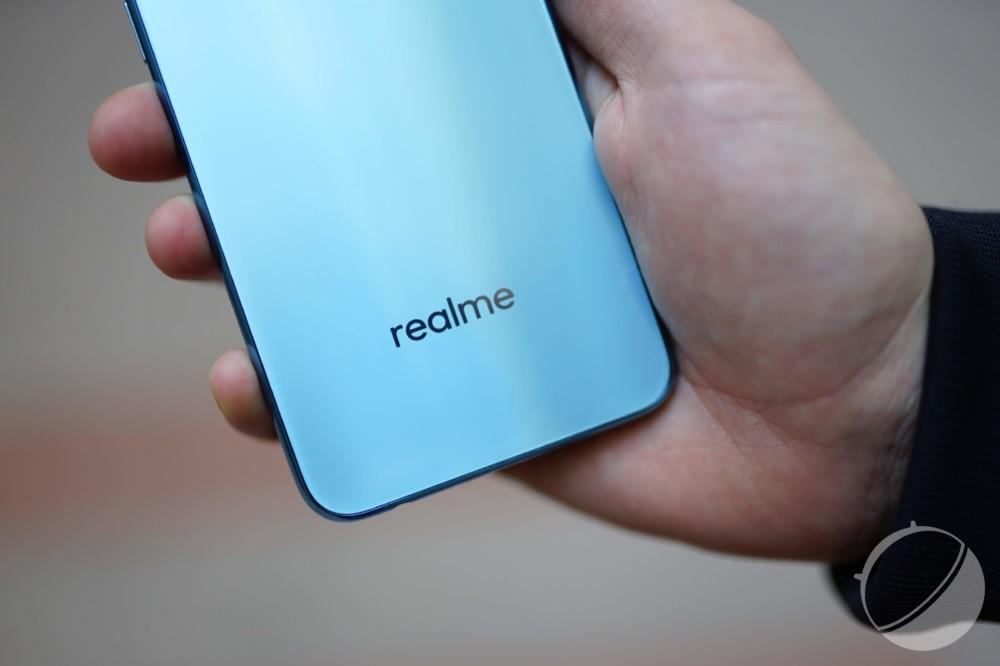 Le logo de Realme à l'arrière du Realme2 Pro