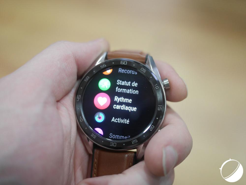 L'écran de la Watch GT profite allégrement de son écran Amoled avec de nombreux fonds noirs