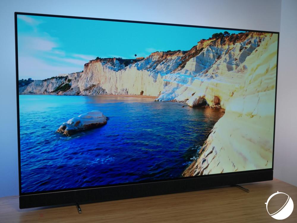 Le téléviseur OLED+ 903 de Philips dans sa diagonale 55 pouces.