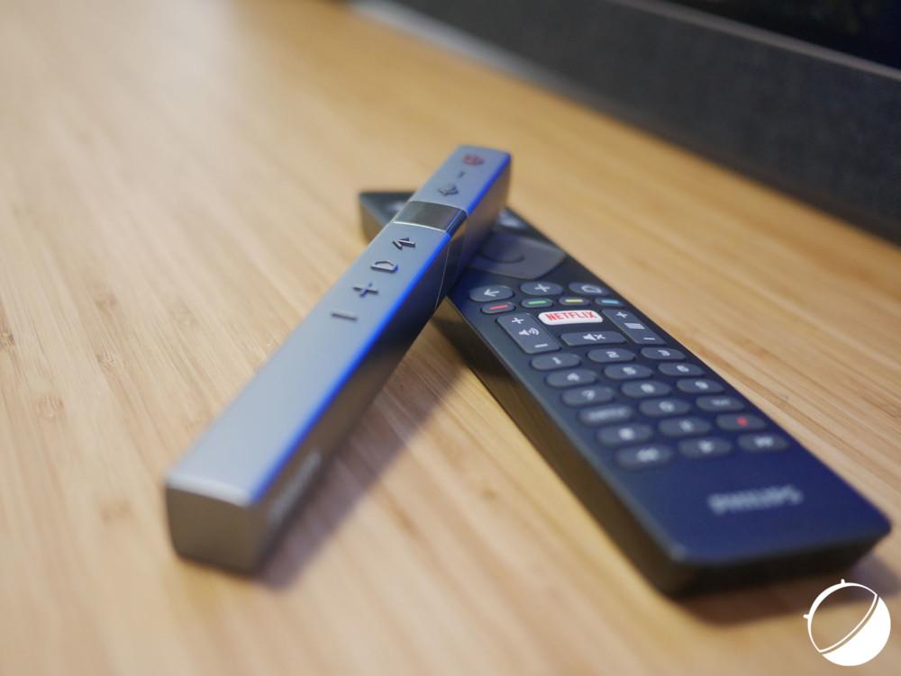 Deux télécommandes sont proposées avec le téléviseur 903 de Philips.