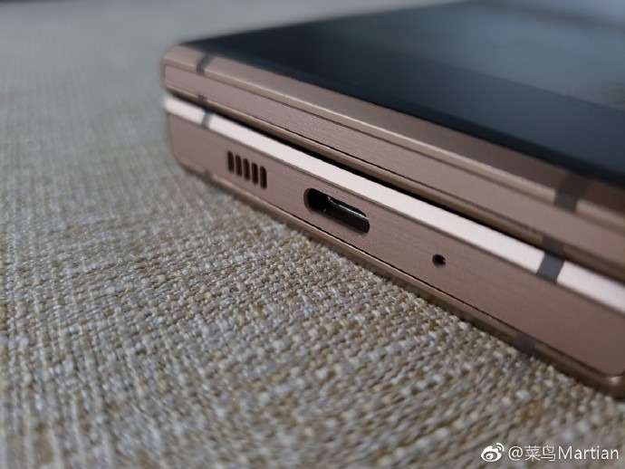 Samsung dévoile (un peu) son premier smartphone pliable — Infinity Flex Display