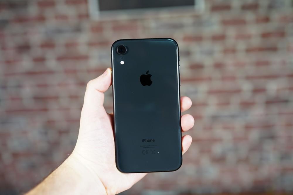 L'iPhone XR, reconnaissable à son unique capteur photo. // Crédit: Frandroid