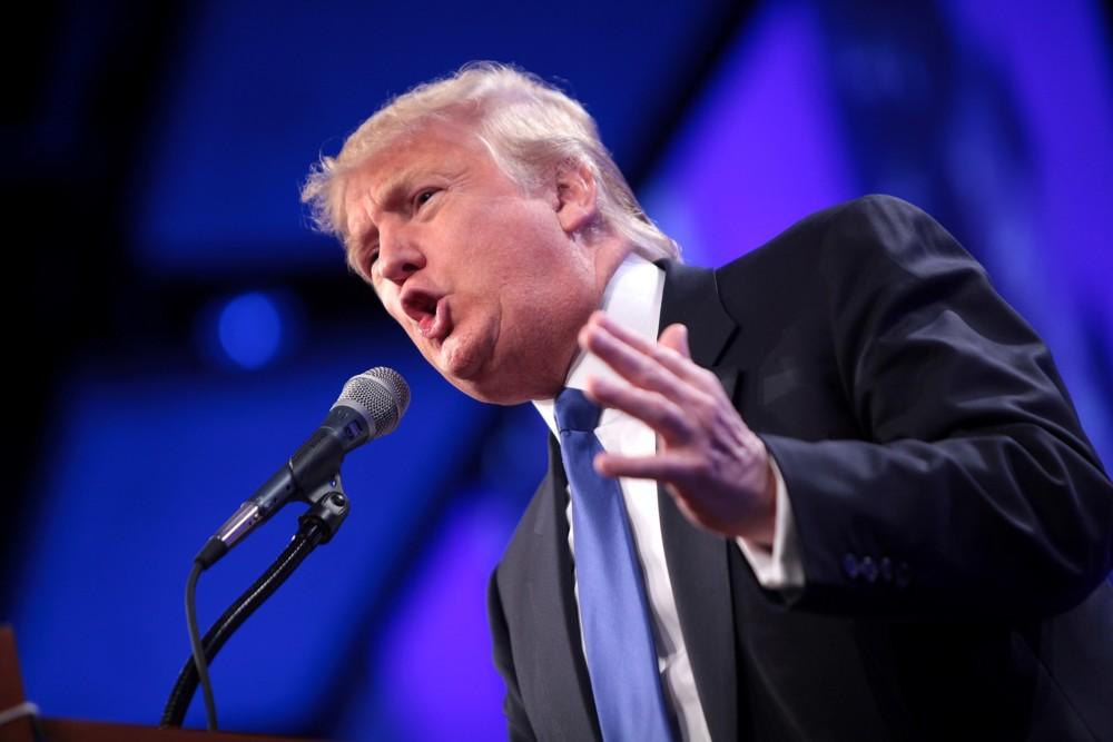 Donald Trump relance les hostilités sur les smartphones et PC importés de Chine