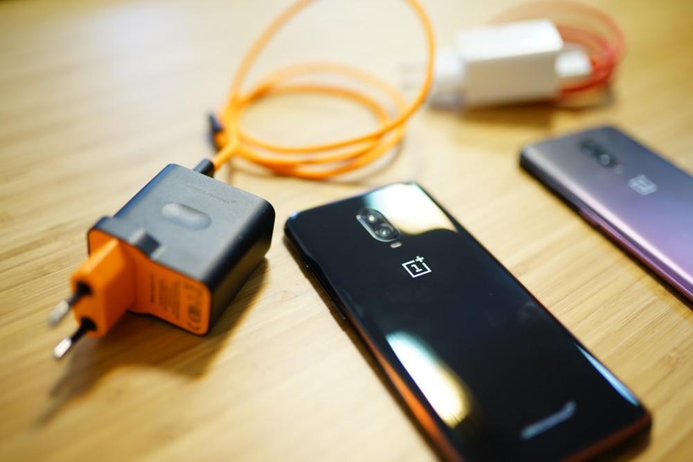OnePlus 6T McLaren Edition (Warp Charge) VS OnePlus 6T (Dash Charge) : nos tests de performances de charge rapide