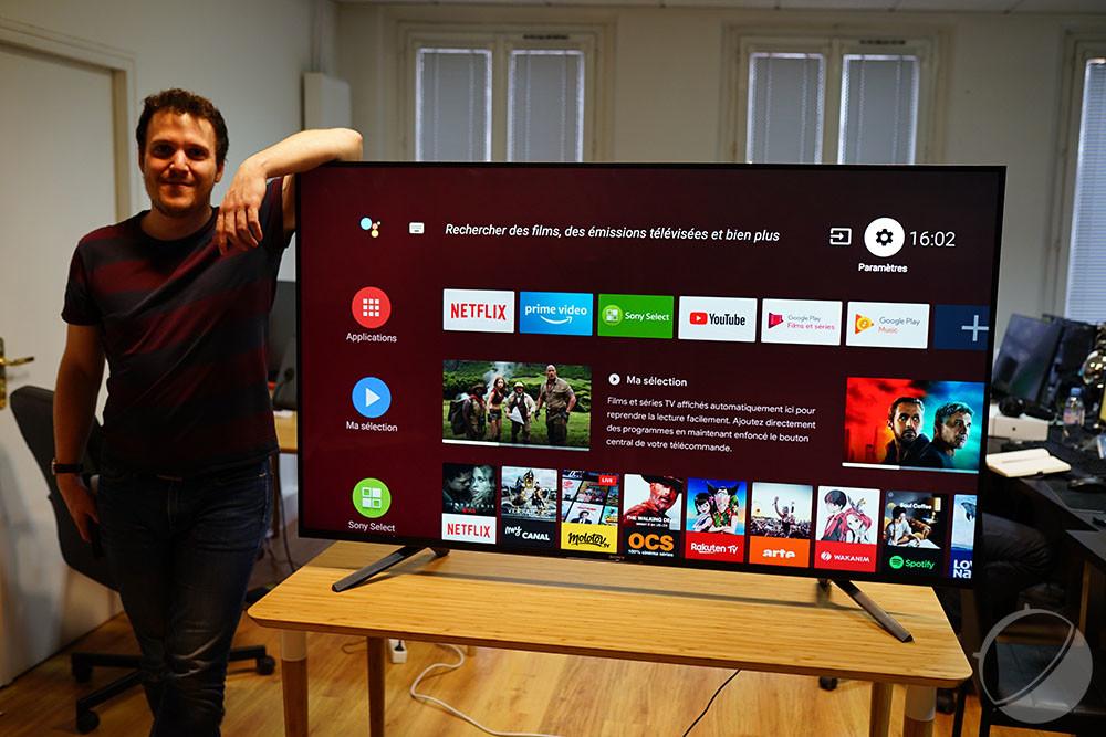 Le téléviseur est grand, très grand
