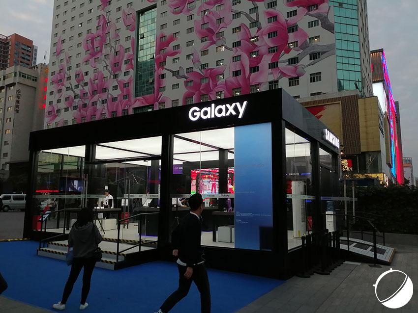 Un pop-up store Samsung vide, au cœur de Shenzhen