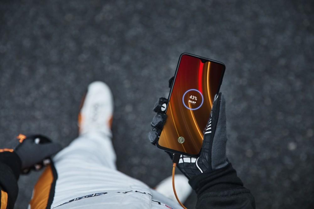Voici le OnePlus 6T McLaren Edition : 10 Go de RAM, une charge plus rapide et un prix plus élevé