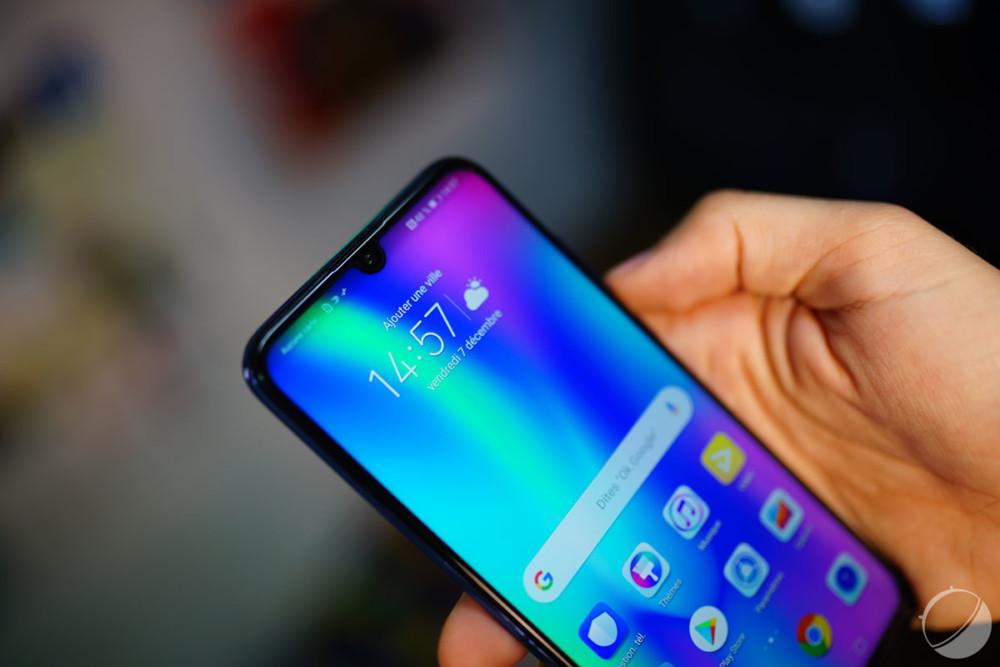 Honor 10 Lite : le smartphone à fine encoche arrive en France pour 229 euros