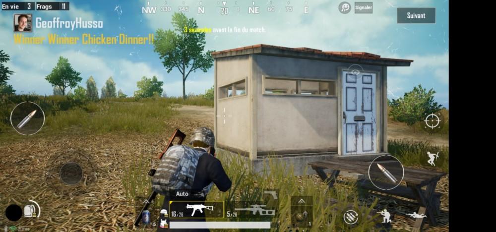 Le trou est positionné en bas à gauche lorsqu'on tient le Honor View 20 en mode paysage.