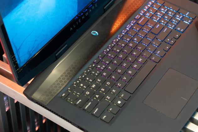 Dell dévoile un nouvel ordinateur Alienware au CES 2019. Le m17 bénéficie du format Max-Q pour tenter de conjuguer mobilité et puissance.