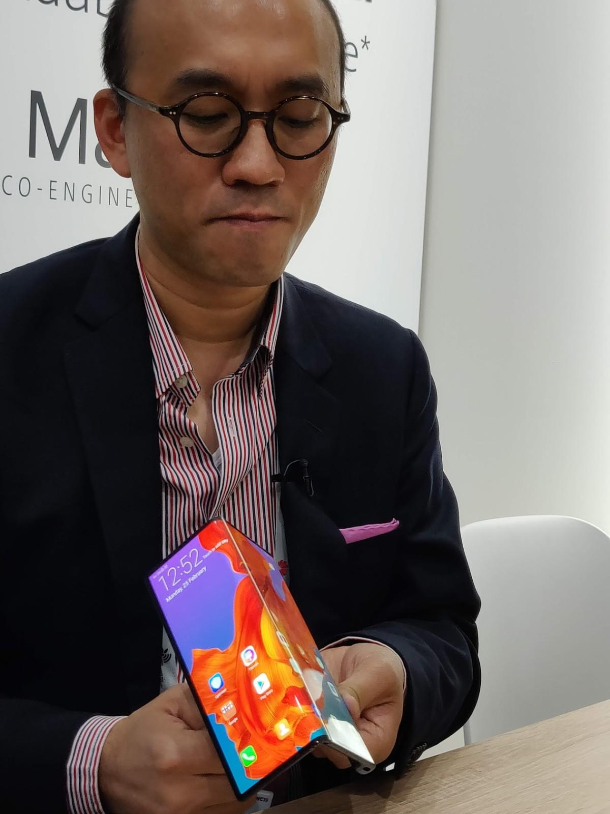 On a vu le Huawei Mate X, et il est vraiment beau – MWC 2019