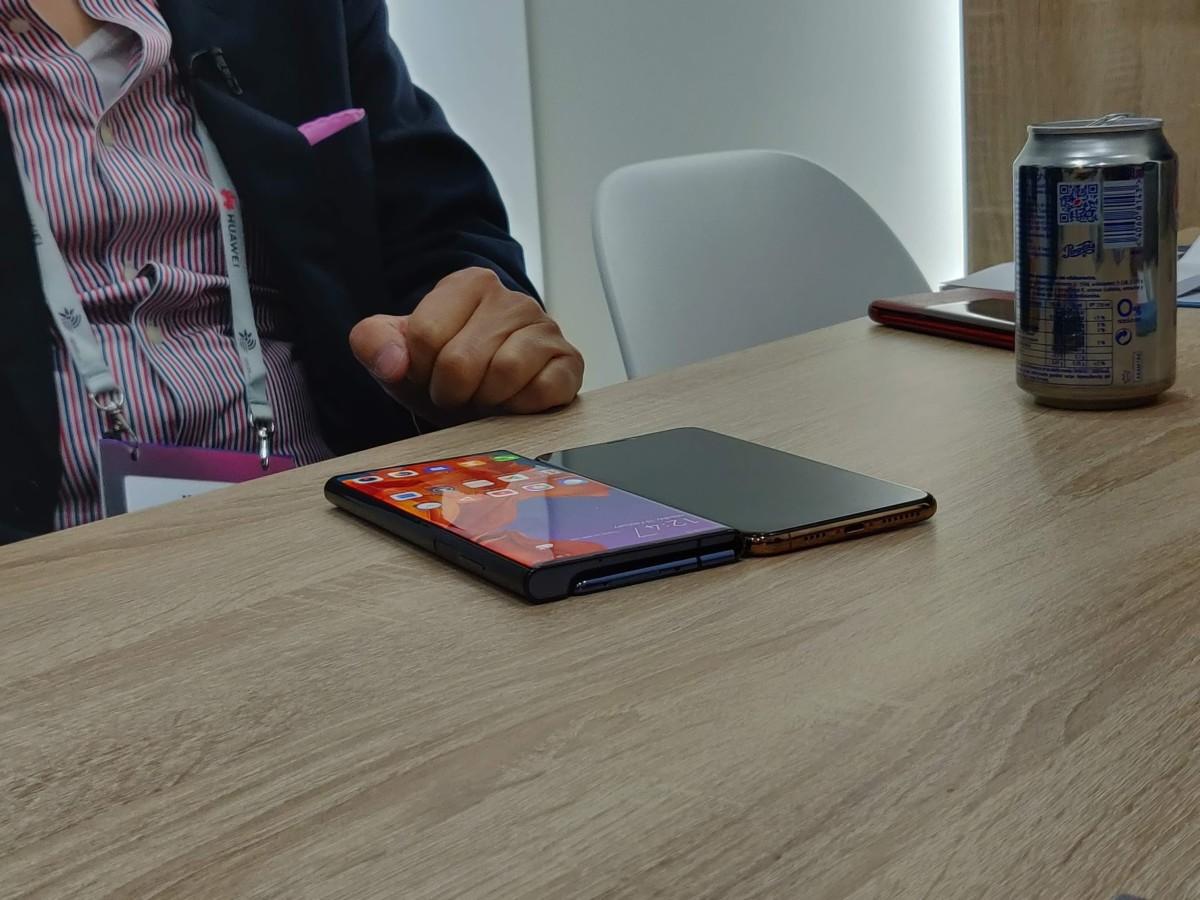 Huawei Mate X et iPhone XS – Crédit : FrAndroid