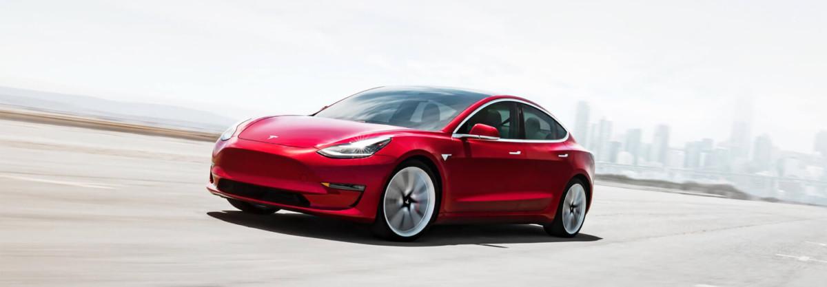Elon Musk a tenu sa promesse : la Model 3 à 35 000 dollars s'ajoute au catalogue de Tesla