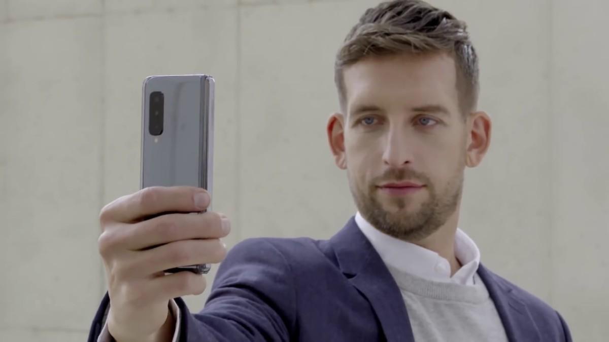 Le Samsung Galaxy Fold se dévoile encore plus en vidéo officielle – MWC 2019
