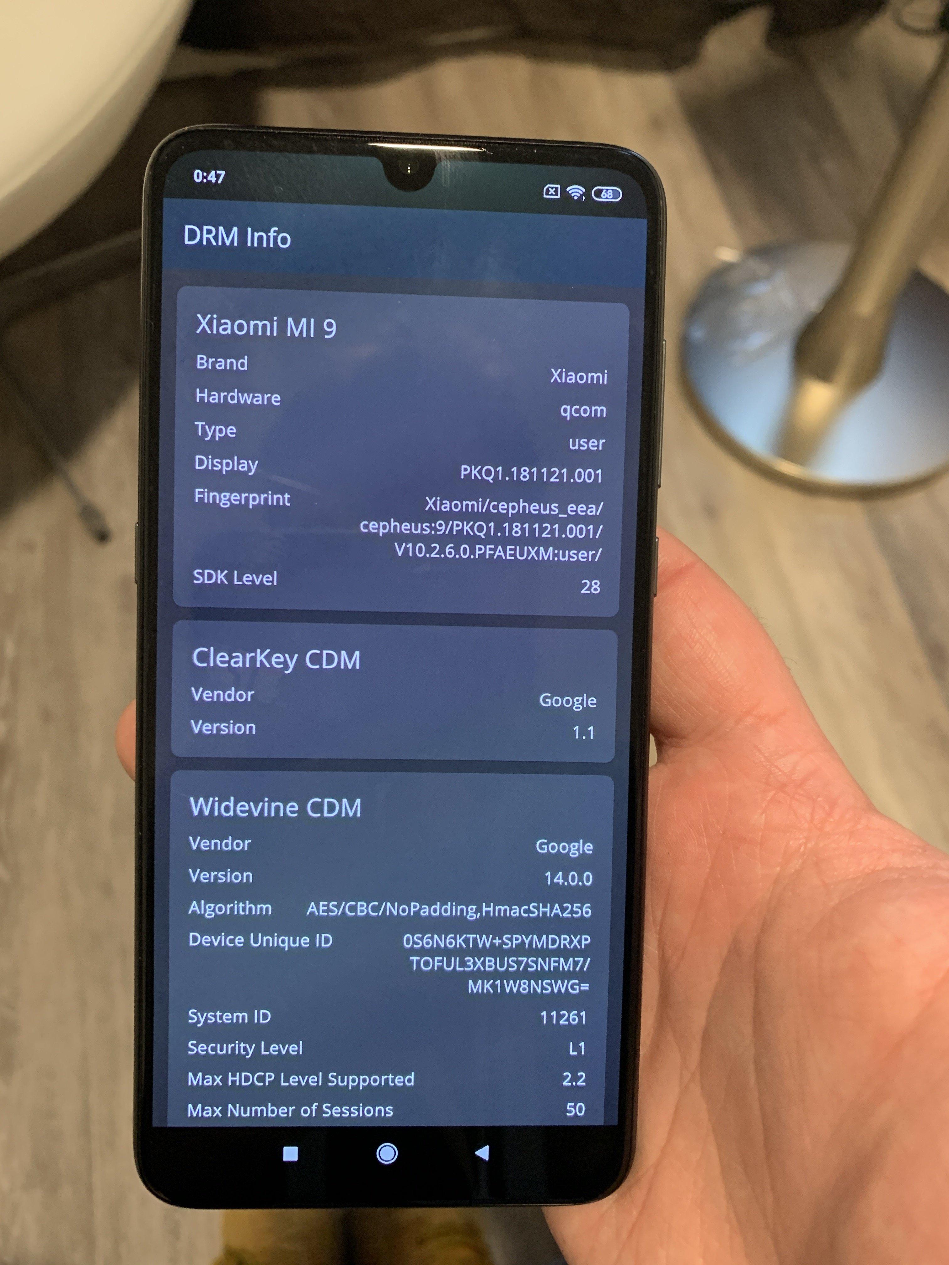 Le Xiaomi Mi 9 est certifié Widevine L1. Crédit : Ulrich Rozier (FrAndroid).