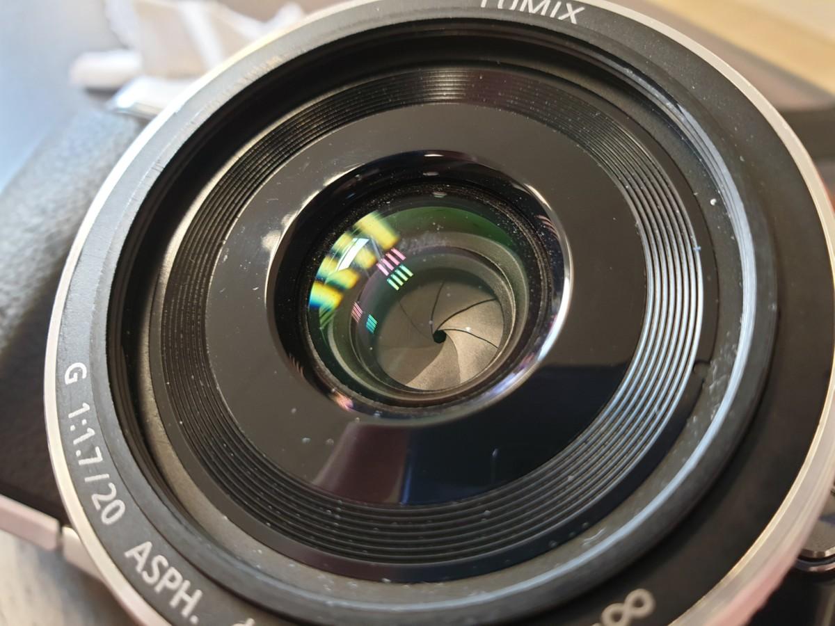 L'ouverture utilisée ici, f/16, est une très petite ouverture, laissant entrer peu de lumière jusqu'au capteur