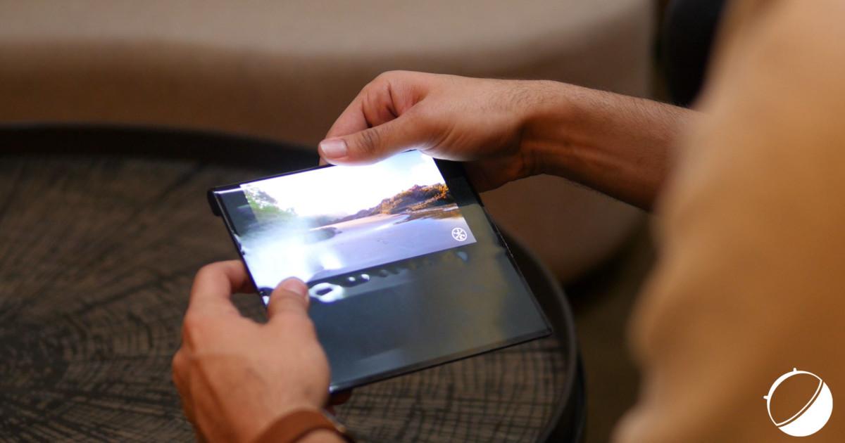 Juste avant que la vidéo n'occupe tout l'espace dans l'écran, la pliure est très visible.