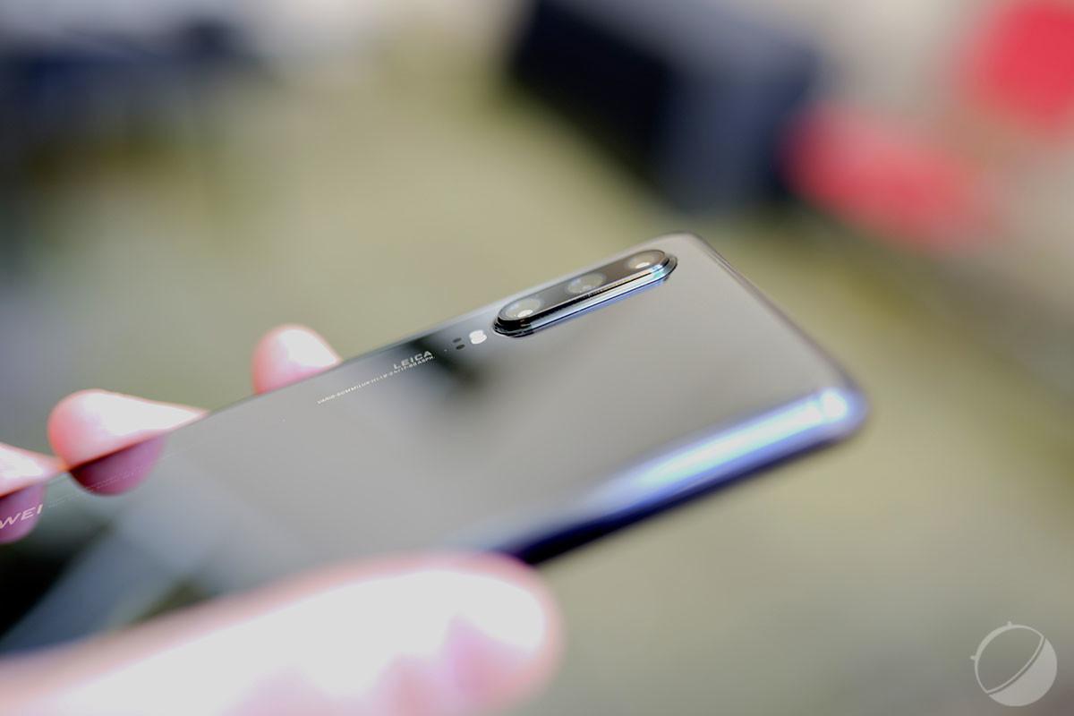 Le module photo du HuaweiP30 est assez volumineux