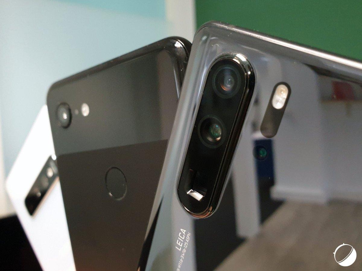 De gauche à droite: le GalaxyS10, le Pixel3 et le HuaweiP30 Pro