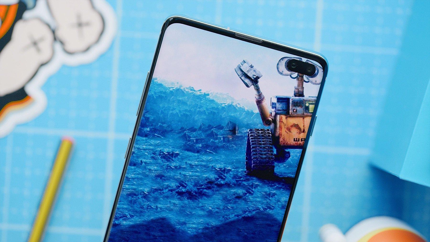 Samsung Galaxy S10 Cette Application Deniche Le Fond D Ecran Parfait Pour Camoufler Votre Trou