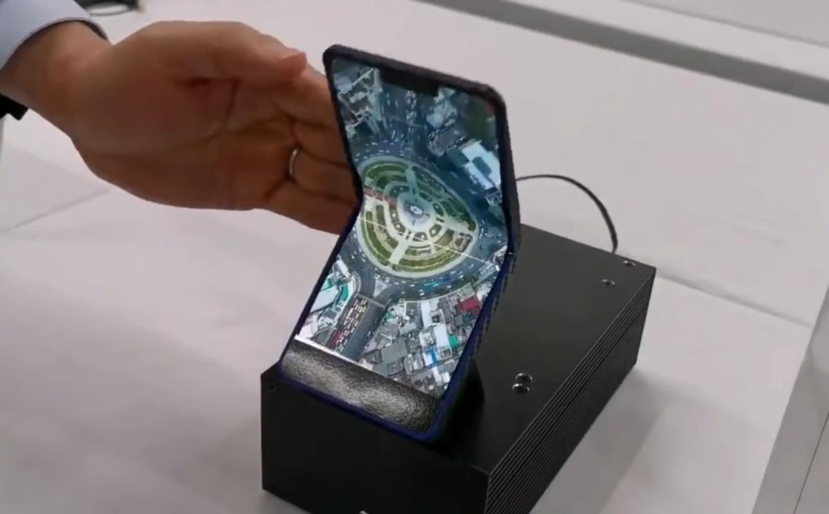 Le prototype de smartphone pliable de Sharp