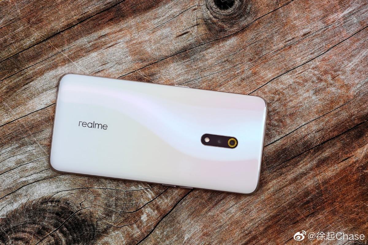 Realme X : le smartphone sans encoche est officialisé