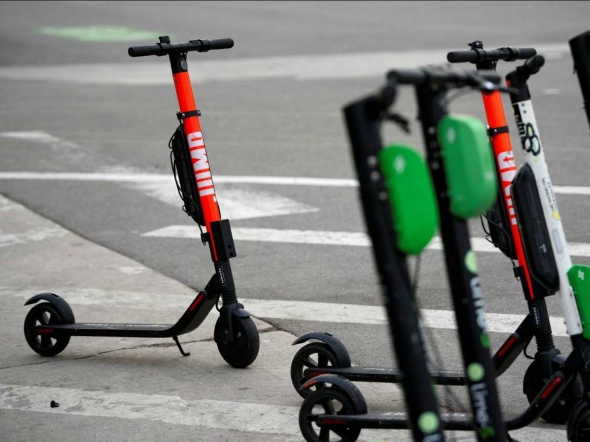 Trottinettes électriques : Paris interdit leur stationnement sur les trottoirs et veut les brider à 20 km/h