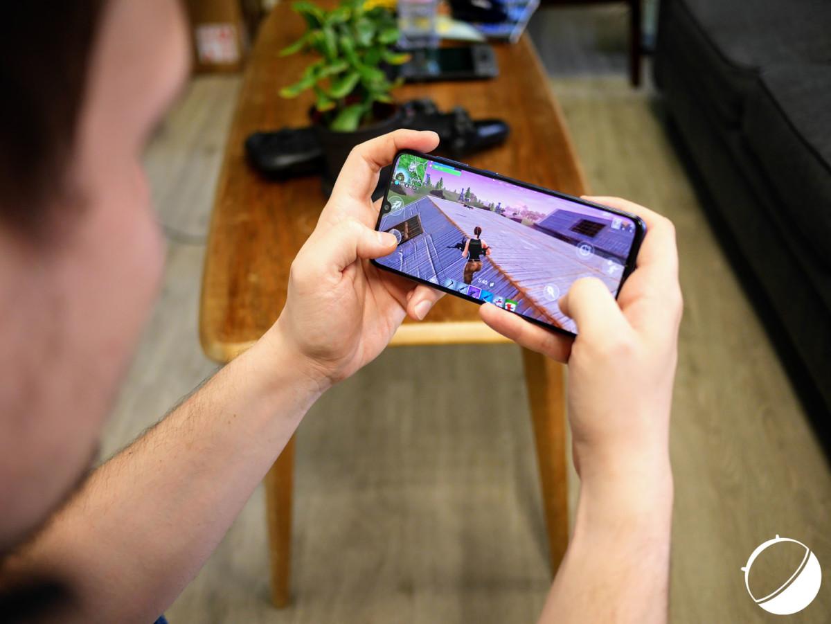 Le Galaxy A70 permet de lancer Fortnite en configuration faible